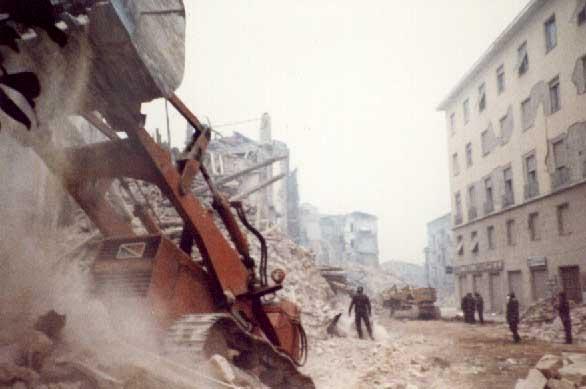 35 23 1980 Per Ore Irpinia Non Avellino Dimenticare Novembre 19 13ulKFJ5Tc